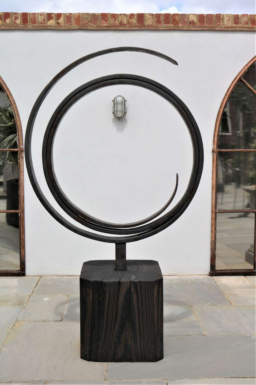 Modern sculpture by Thomas Gontar 'Positive Loop'
